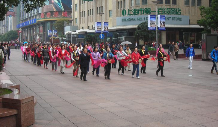 Performers with waist drums in Shanghai